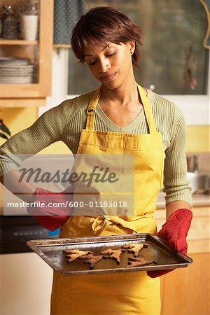 Frau Making Cookies