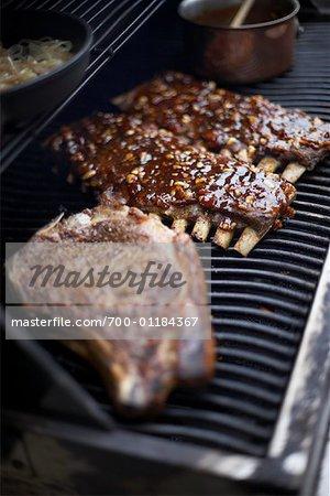 Côtes et Steak sur le barbecue