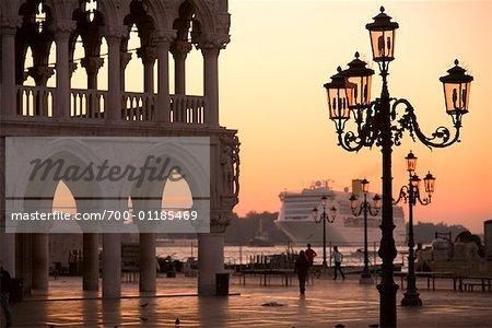 Bateau de croisière, la place Saint-Marc, Venise, Italie