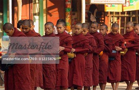 Moines bouddhistes, Bagan, Myanmar