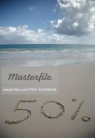Cinquante pour cent signes dessinés dans le sable