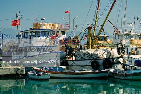 Bateaux de pêche amarré dans le port, Finike, Antalya, Turquie
