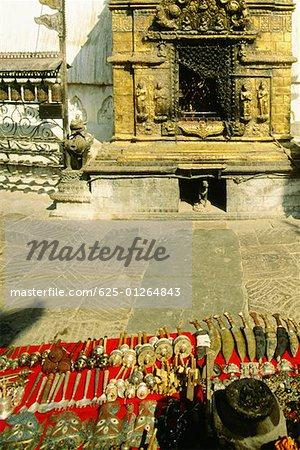 Souvenirs à vendre en face d'un temple, le Temple aux singes, Katmandou, Népal