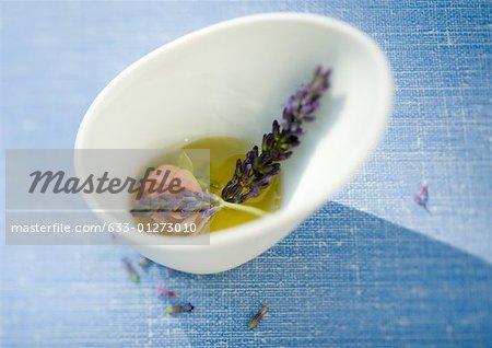 Macération dans l'huile de fleurs