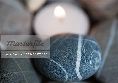 Bougie et pierres