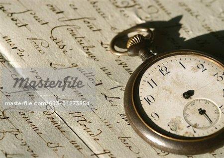 Lettre antique et pocket watch