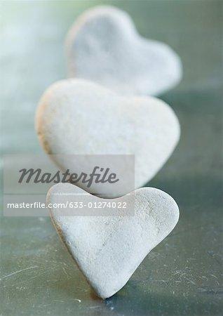 Coeur en forme de pierres en ligne