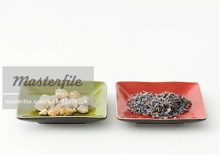 Fleurs de lavande et de camomille séchées