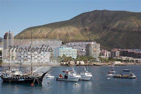 Bateaux dans le port de Tenerife, îles Canaries, Espagne