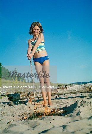 Portrait de jeune fille sur la plage