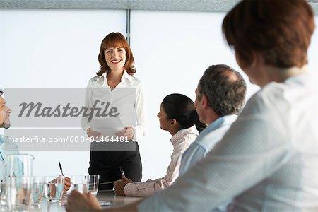Geschäftsleute am Konferenztisch