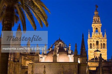 Tour de la Giralda, la cathédrale de Séville au crépuscule, Séville, Espagne