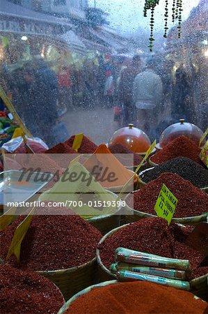 Épices au bazar, Istanbul, Turquie