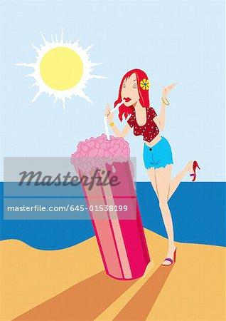 Jeune femme buvant une granité énorme sur la plage