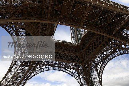 Gros plan de la tour Eiffel, Paris, France