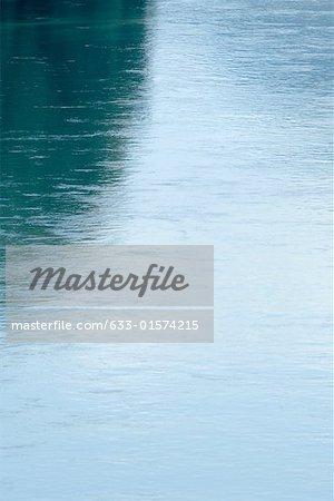 Surface de l'eau, très gros plan