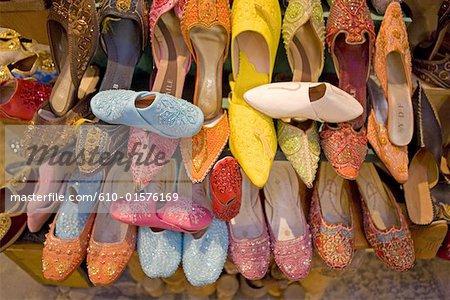 Souk de Tunis, Tunisie, multicolore pantoufles turcs