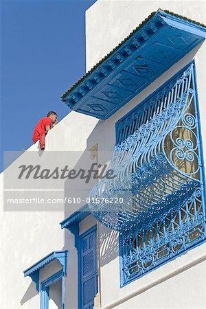 Tunisie, Sidi Bou Said, fenêtre traditionnelle couverte whith treillis métallique