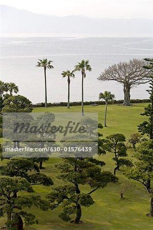 Au Japon, l'île de Kyushu, Ibusuki, Hakusuikan établissement, jardin en bord de mer