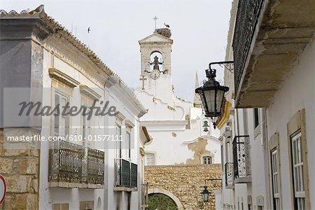 Portugal, Algarve, Faro, habitations et église