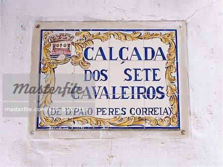 Portugal, Algarve, Tavira, décoré de plaques de rue