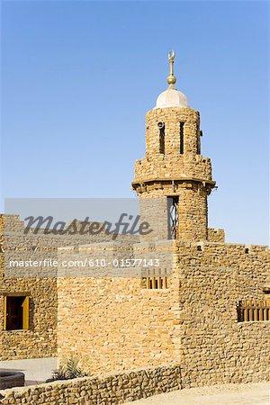 Egypt, Libyan desert, Bahariya Oasis, mosque