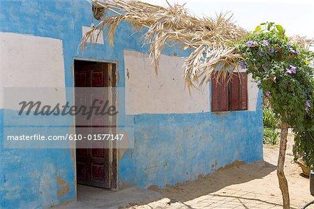 Egypte, désert de Libye, Oasis de Bahariya, maison en pisé traditionnel