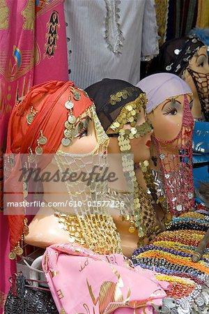 Souk Khan El Khalili de vieux-Caire, Egypte, headscarfs à vendre