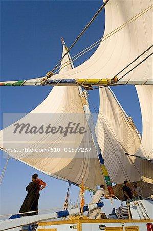 Égypte, près de Louxor, à bord d'une felouque