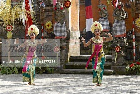 Danseurs de Bali, en Indonésie, Legong