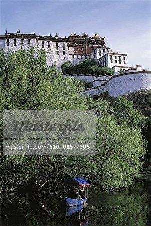 Tibet, Lhassa, Palais du Potala et Chingdrol Music Park