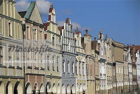 Façades de République tchèque, Telc, des habitations typiques bordent la place principale