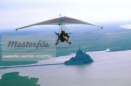 Avion ultraléger de France, Normandie, battant au Mont-Saint-Michel