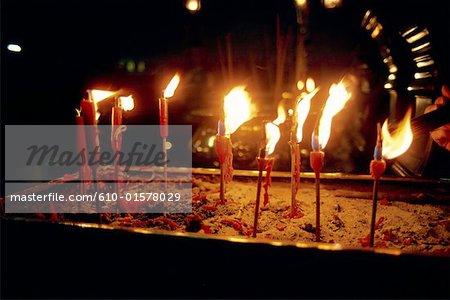 Temple taoïste de Chine, Foshan, bougies votives