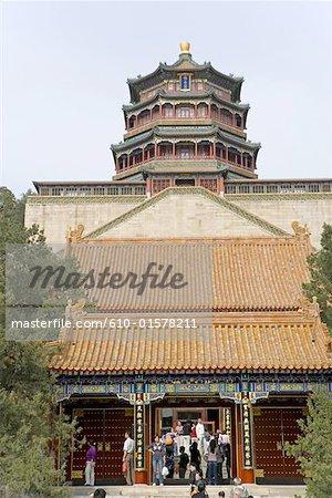 Chine, Beijing, Palais d'Eté, tour de bouddhiste encens