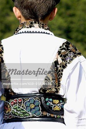 Roumanie, Transylvanie, Ibanesti, costume traditionnel