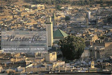 Maroc, Fes, vue d'ensemble de la ville et la mosquée Karouine