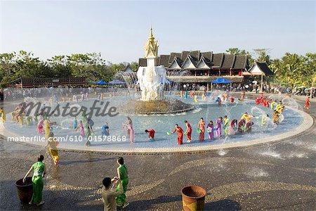 Xishuangbanna, Yunnan, la Chine, près de Jinghong, parc de minorité Dai, pendant la fête de l'eau
