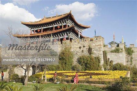 Chine, Yunnan, Dali, ancienne porte de la ville et remparts