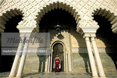 Maroc, Rabat, garde devant le mausolée de Mohammed V