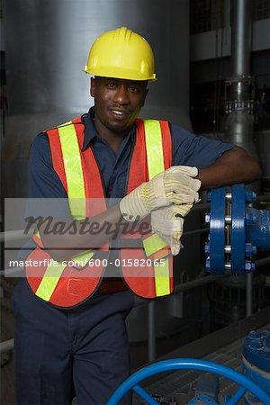 Travailleur à l'usine de traitement de l'eau