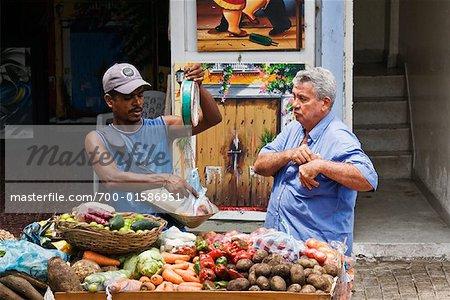 Men am Markt, Cartagena, Columbia