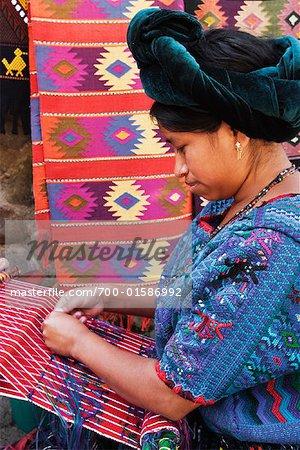 Portrait de femme tissant, Guatemala