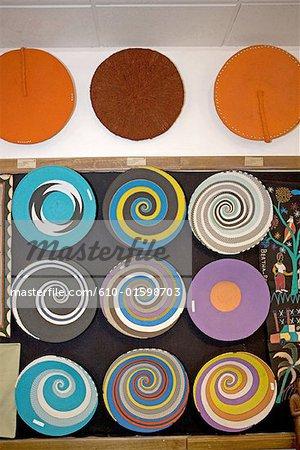 Afrique du Sud, Durban, art zoulou, assiettes décoratives