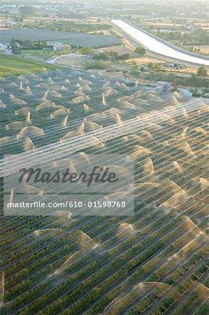 France, Provence, près de Manosque, champs d'arrosage, vue aérienne