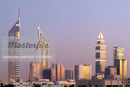 Émirats Arabes Unis, Dubai, Emirates Towers et tour de Dubaï