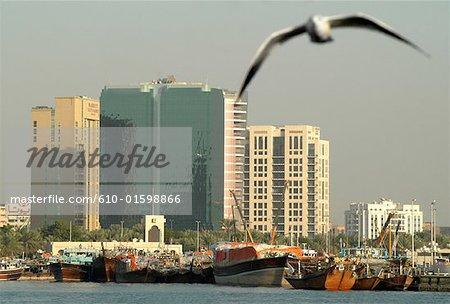 Émirats Arabes Unis, Dubaï, Port Creek, les tours et les boutres