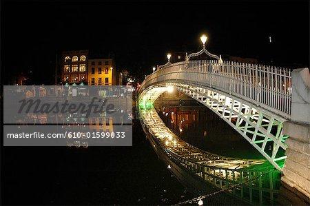 Irlande, Dublin, Halfpenny pont de nuit