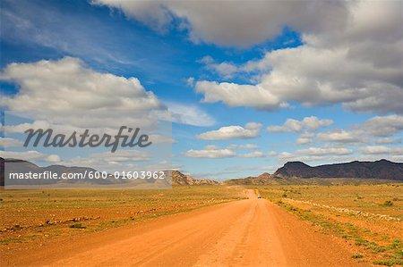 Chemin de gravier Flinders varie National Park, Australie-méridionale, Australie