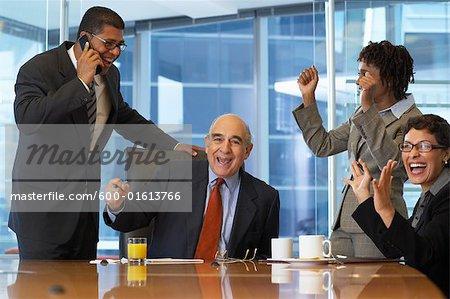 Geschäftsleute, die jubeln